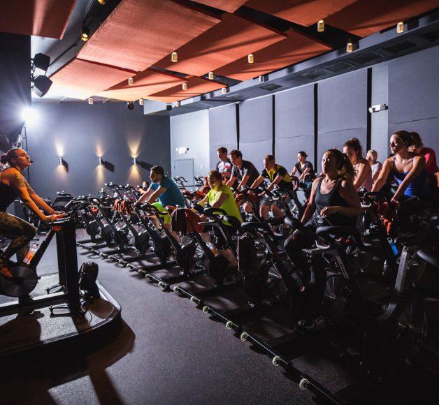 Pelo Fitness spinning class