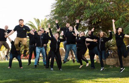 Kanopi team jumping